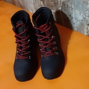 Cliff women laced up Booties in size 7 5